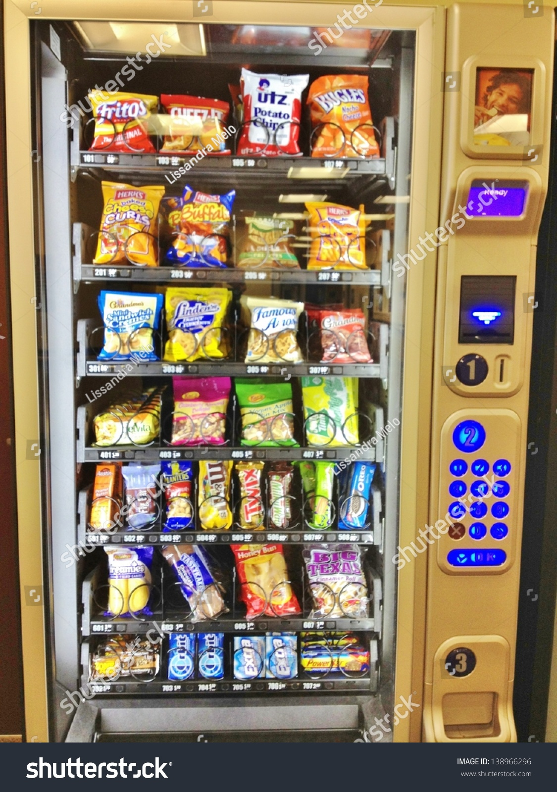 How To Get Food Out Of A Vending Machine