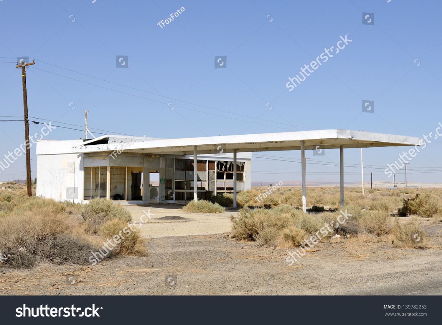 Old Gas Station Sits Along Stretch Stock Photo Edit Now 139782253