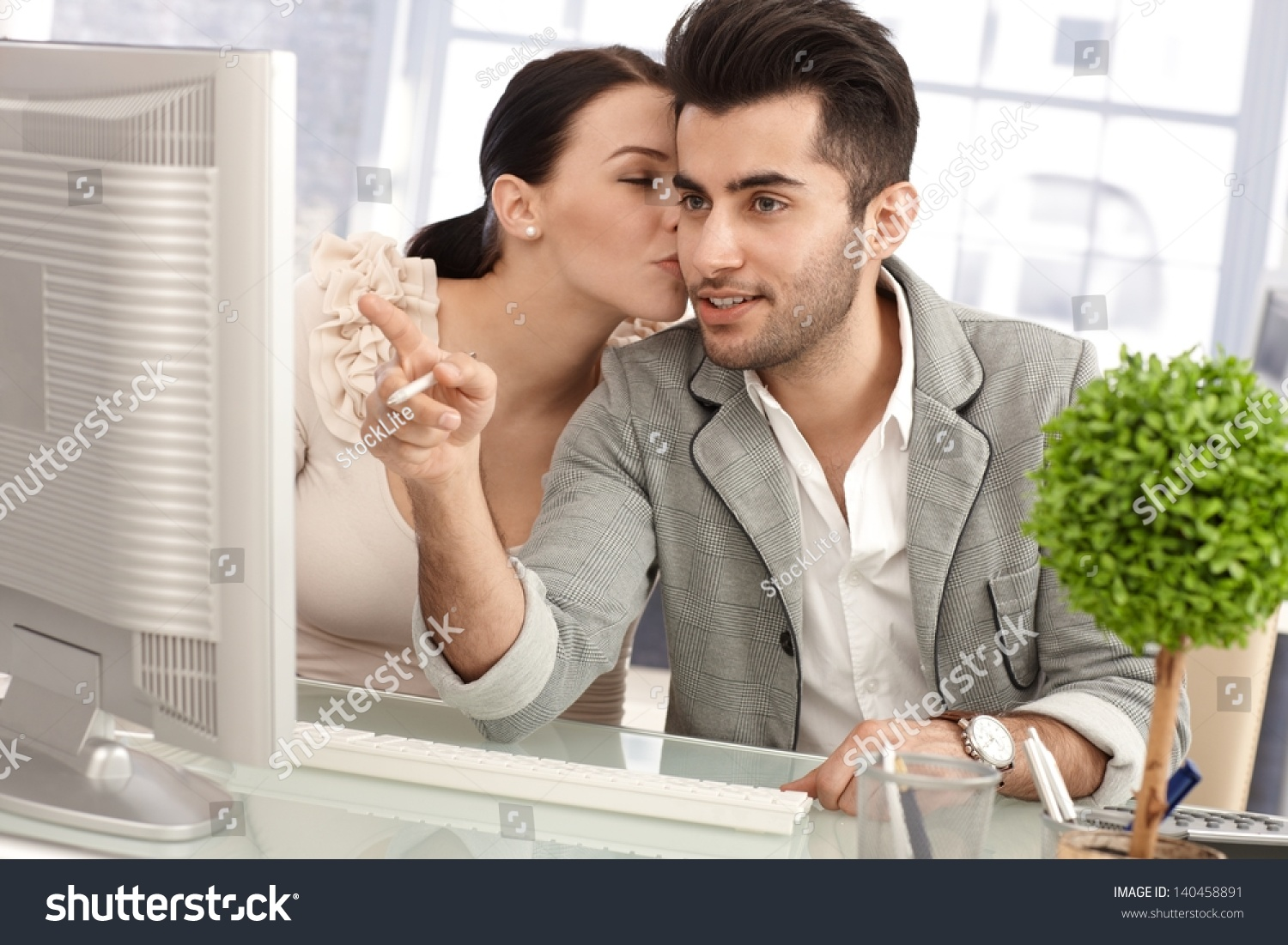 how to flirt with a guy while hes working Here are eight flirting tips that will help bring a shy guy out of his shell work out if a guy doesn guy was just enjoying the flirting and.