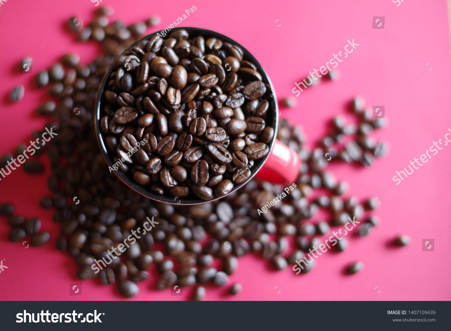 stock-photo-coffee-beans-in-a-cup-140710