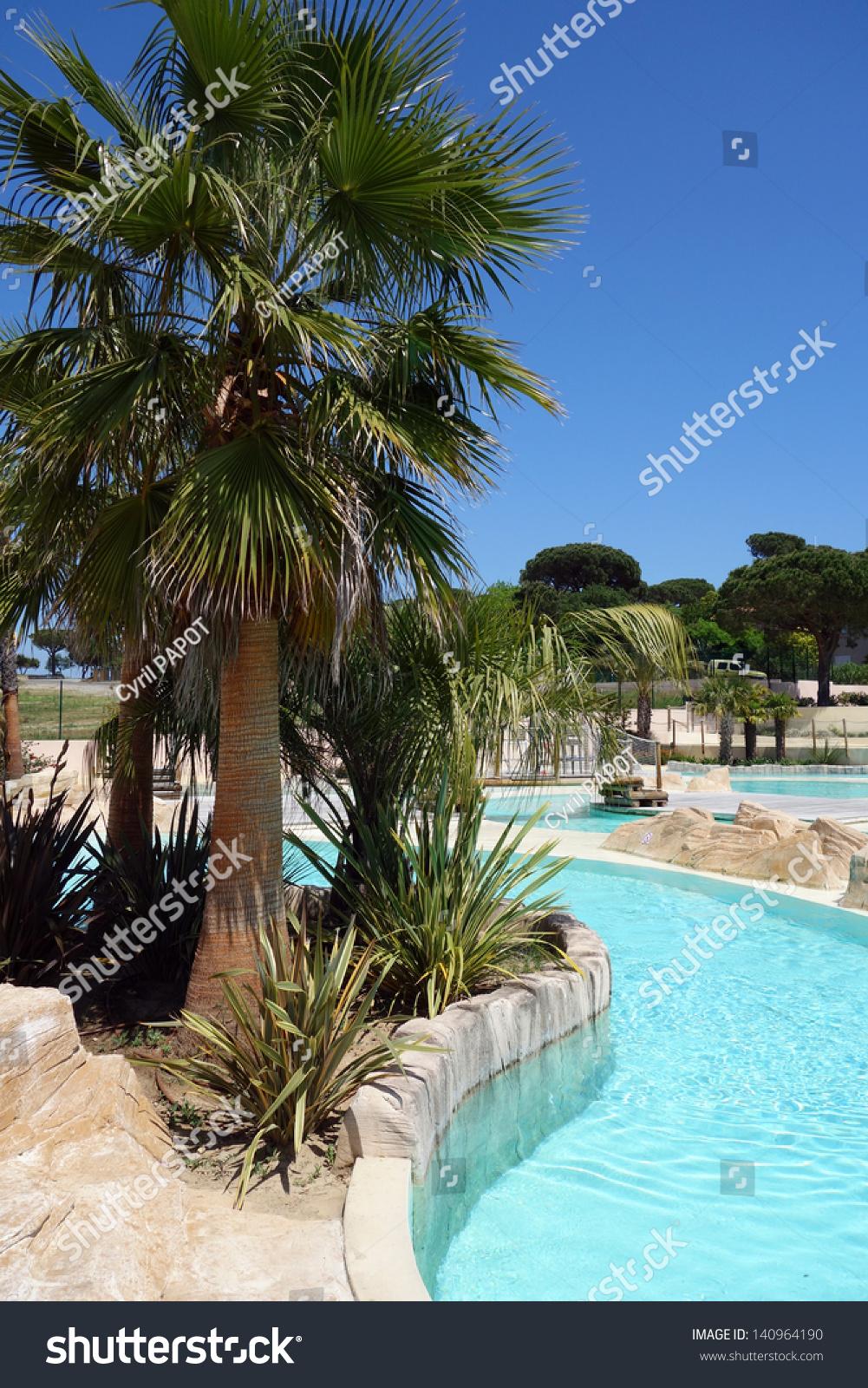 Piscine d 39 un club de vacances stock photo 140964190 for Club de piscine