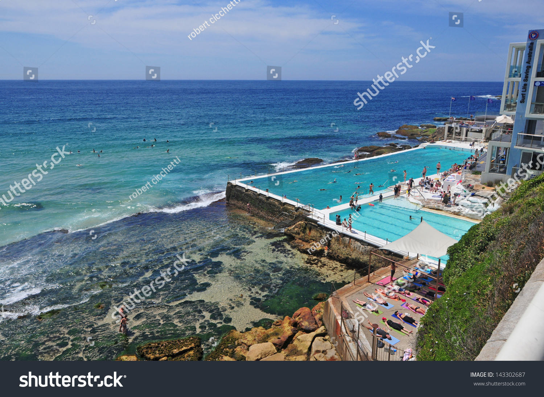 Beach Scene Rock Swimming Pools Overlooking Stockfoto (Jetzt ...