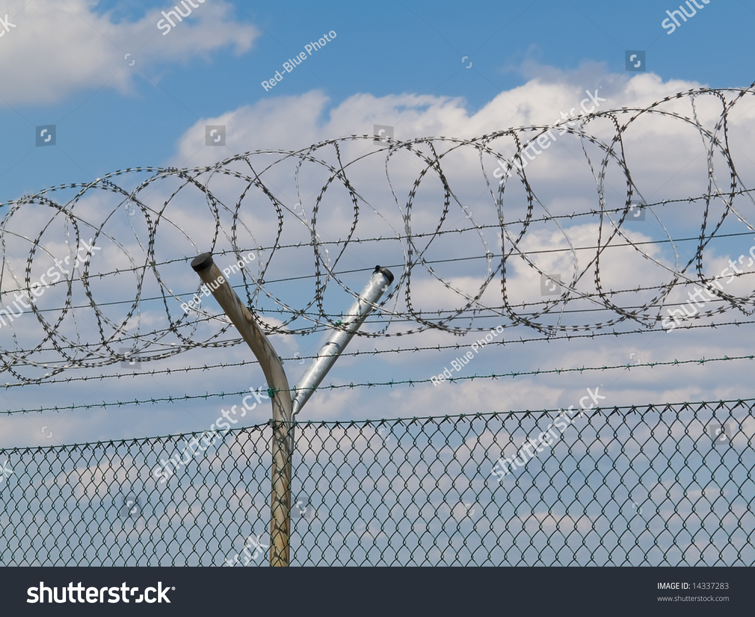 Security Fence Barbed Wire Stock Photo (Safe to Use) 14337283 ...