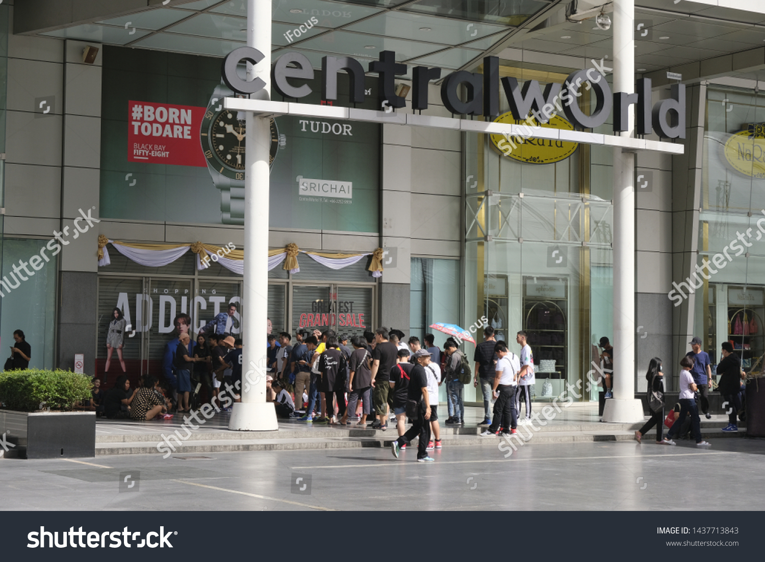 BANGKOK, THAILAND - JUNE 29, 2019: People line up in front of shopping-mall CentralWorld on June 29, 2019 in Bangkok, Thailand.
