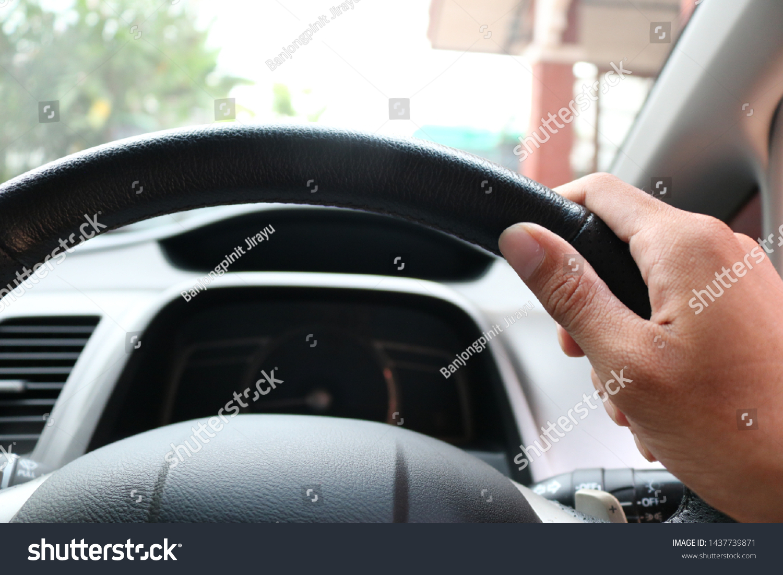 Right Hand Hold Steering Wheel Car Editar Agora Foto Stock 1437739871