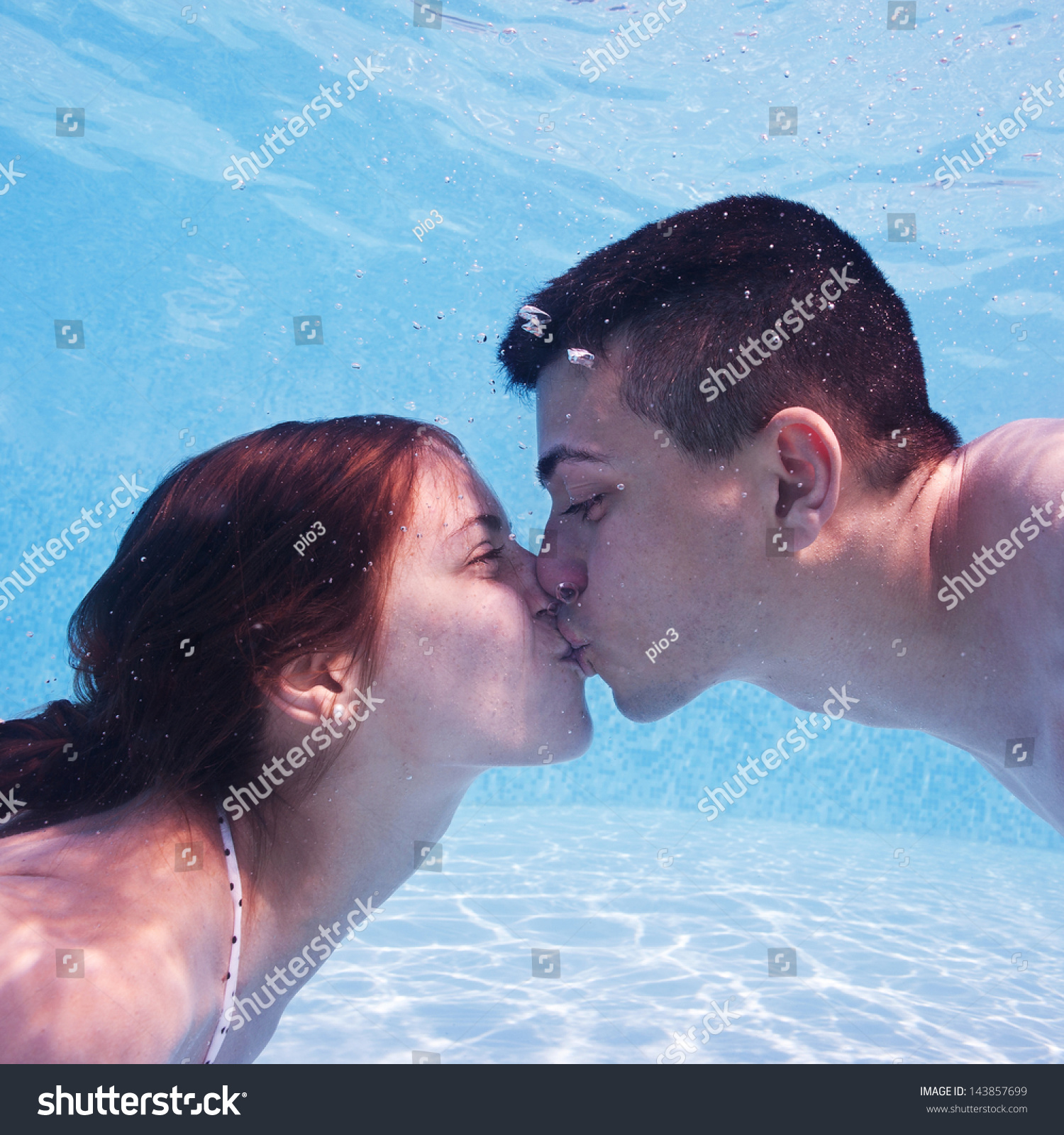 Underwater Couple Kissing Swimming Pool Stock Photo 143857699 Shutterstock