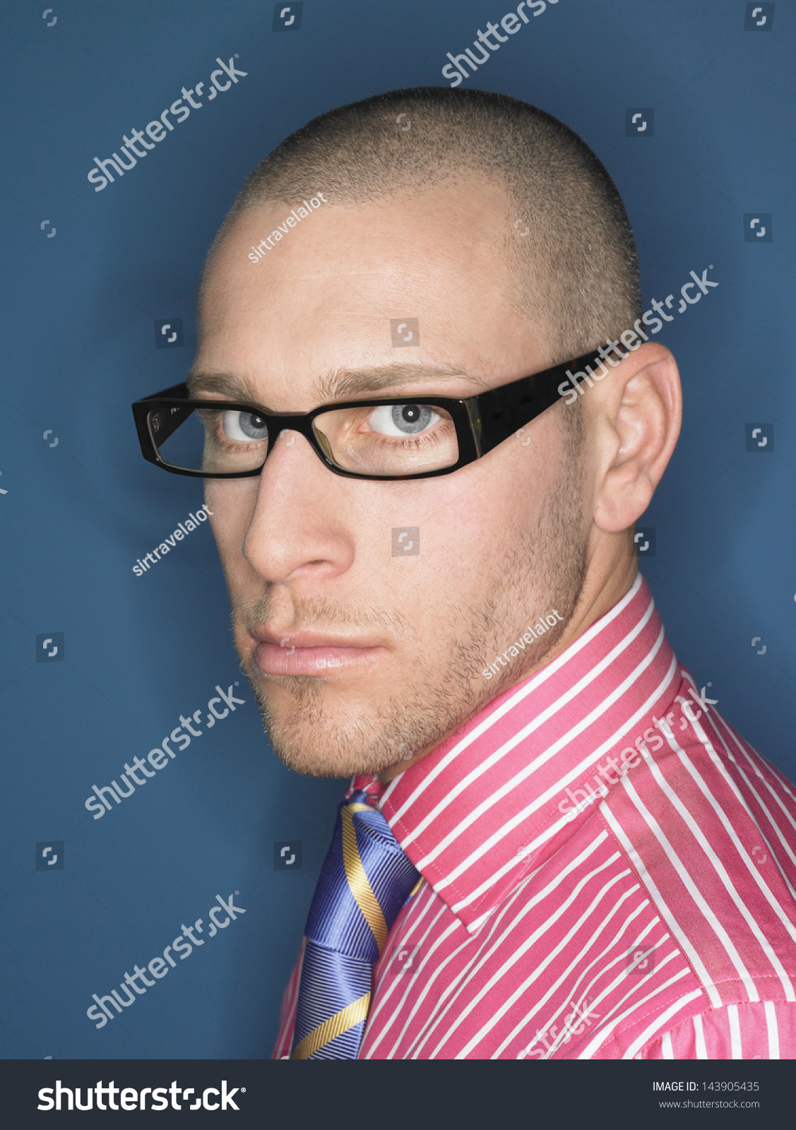 Glasses stylish for bald men recommend dress in autumn in 2019