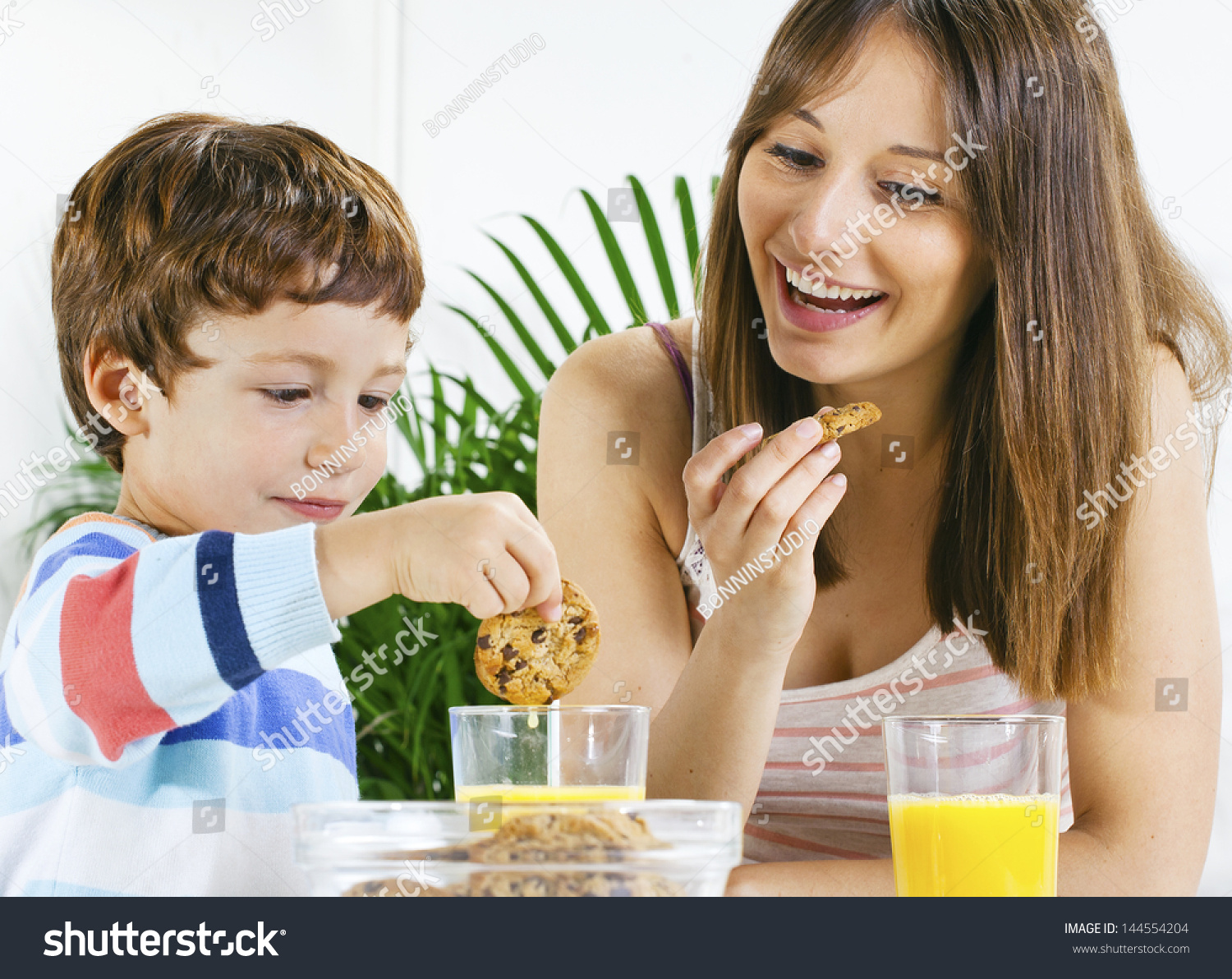 Eating breakfast and mom and son xxx.com video