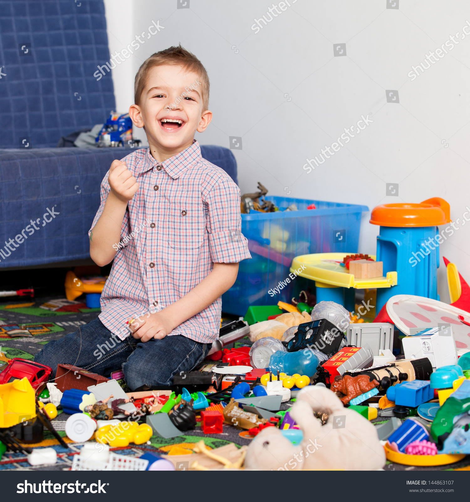 Five Year Old Child Playing His Stock Foto Shutterstock
