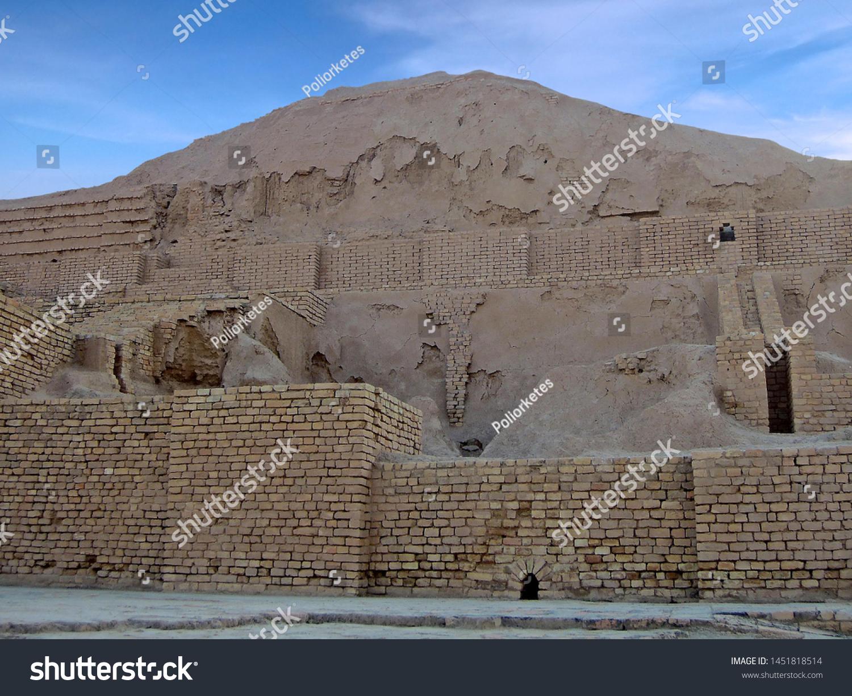 イラン、シュシ州、ジグラト・チョガ・ザンビルの遺跡。紀元前650年の ...