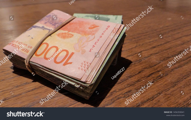 Bundle bills; Argentina's currency; Argentinian bill strap