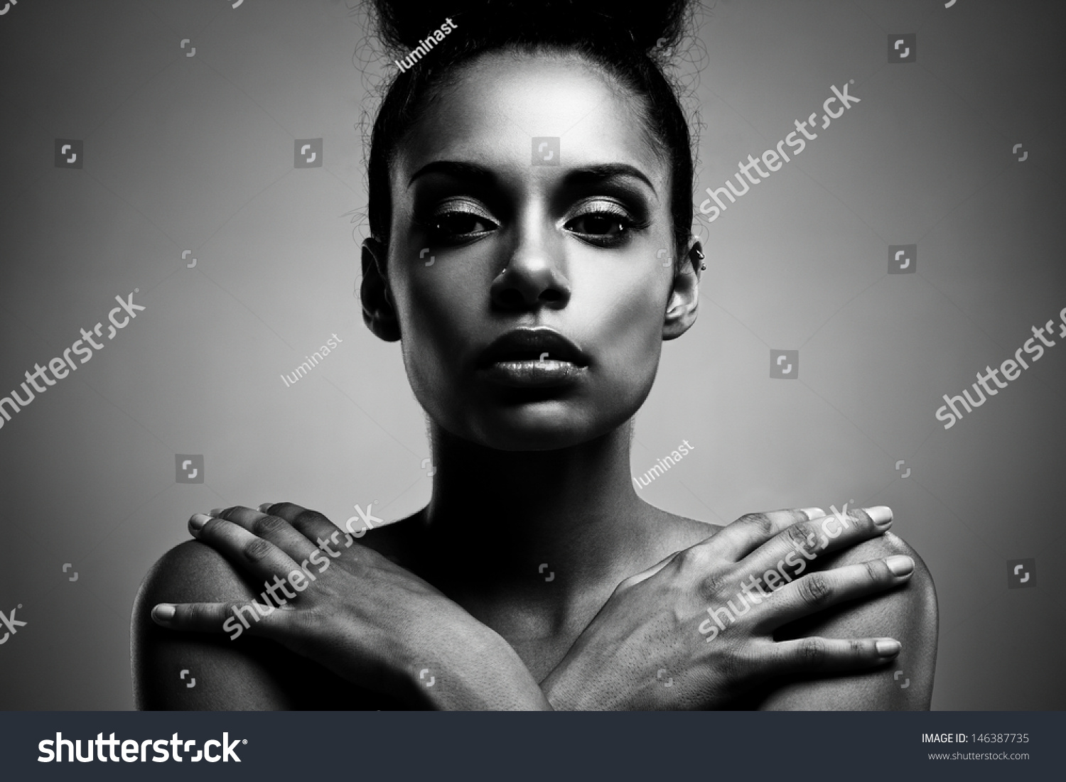 Black and white portrait of a beautiful young african woman