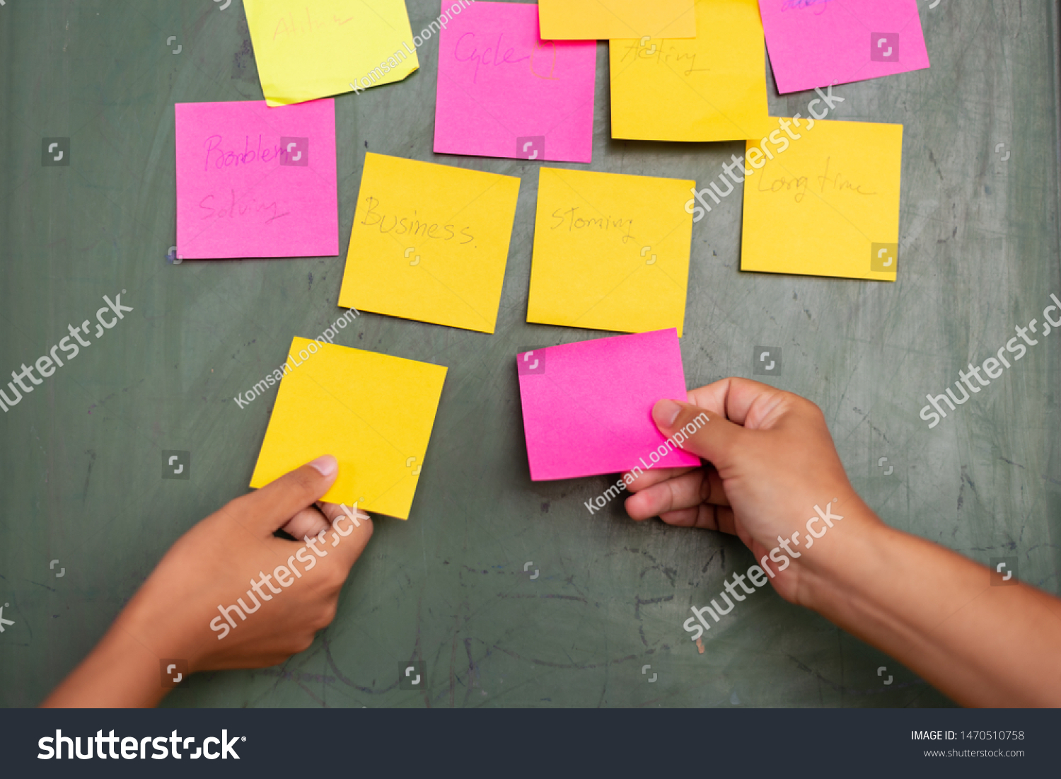 Close up woman hand holding colorful note sticky for brainstorm and share idea strategy workshop business.Brainstorming concept. #1470510758