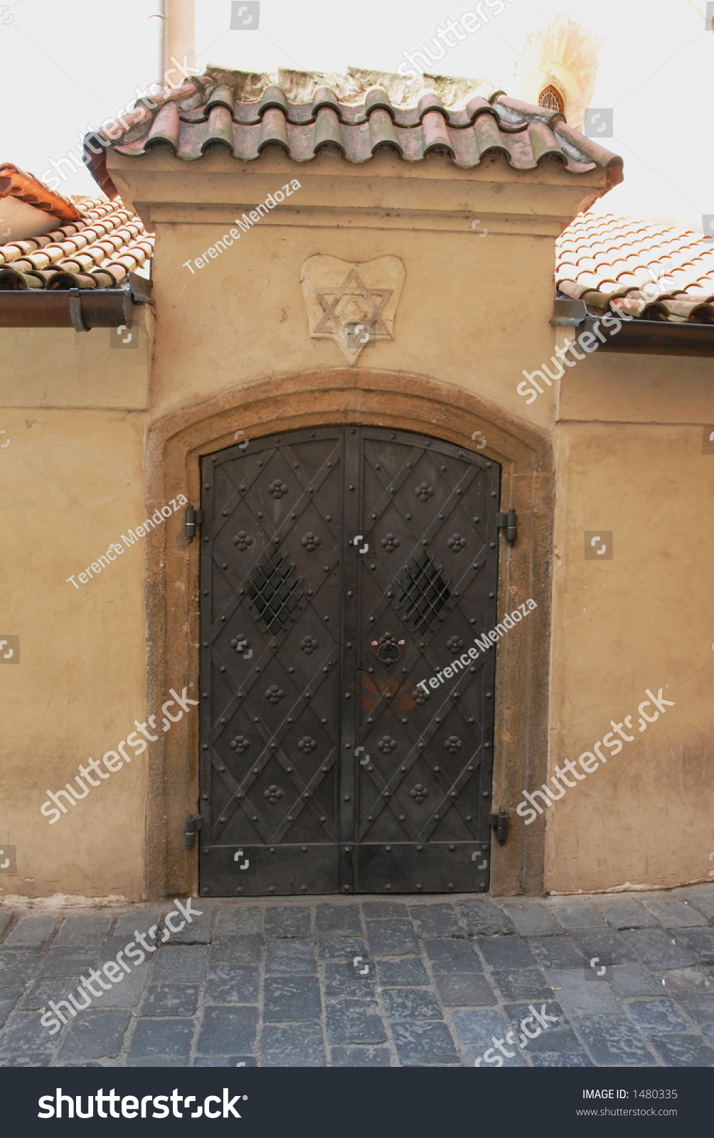 Puerta de la sinagoga de praga imagen de archivo stock for Door z prague