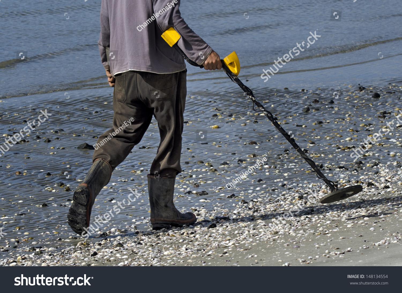Jew Detector: Man Using Metal Detector On Beach Stock Photo 148134554