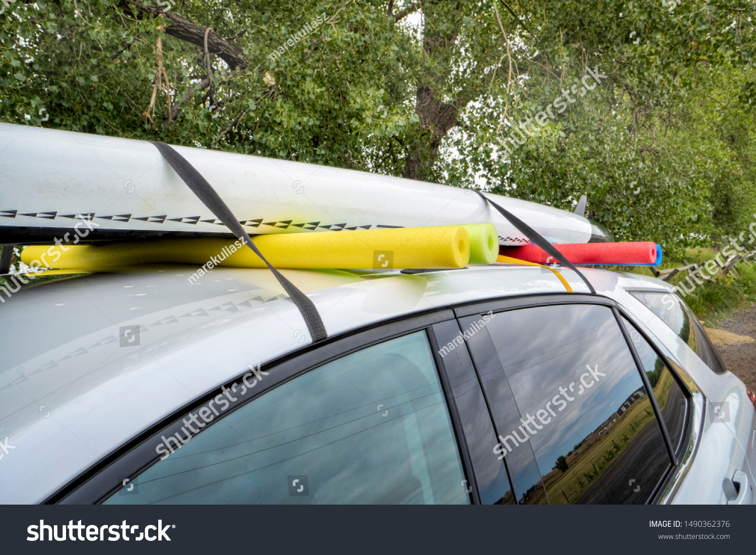 Paddle Board Car Racks >> Stand Paddleboard On Rental Car Roof Stock Photo Edit Now