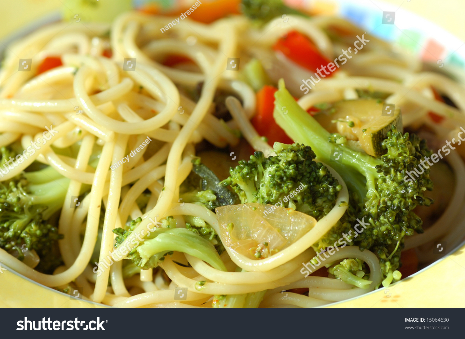 Low Fat Spaghetti Noodles With Delicious And Healthy Vegetables Stock Photo 15064630 : Shutterstock1500 x 1093 jpeg 575kB