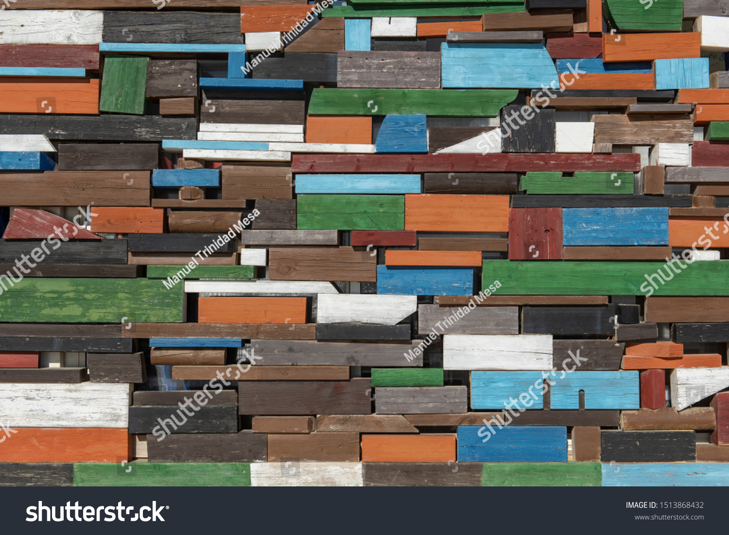 Wall of pieces of colored wood