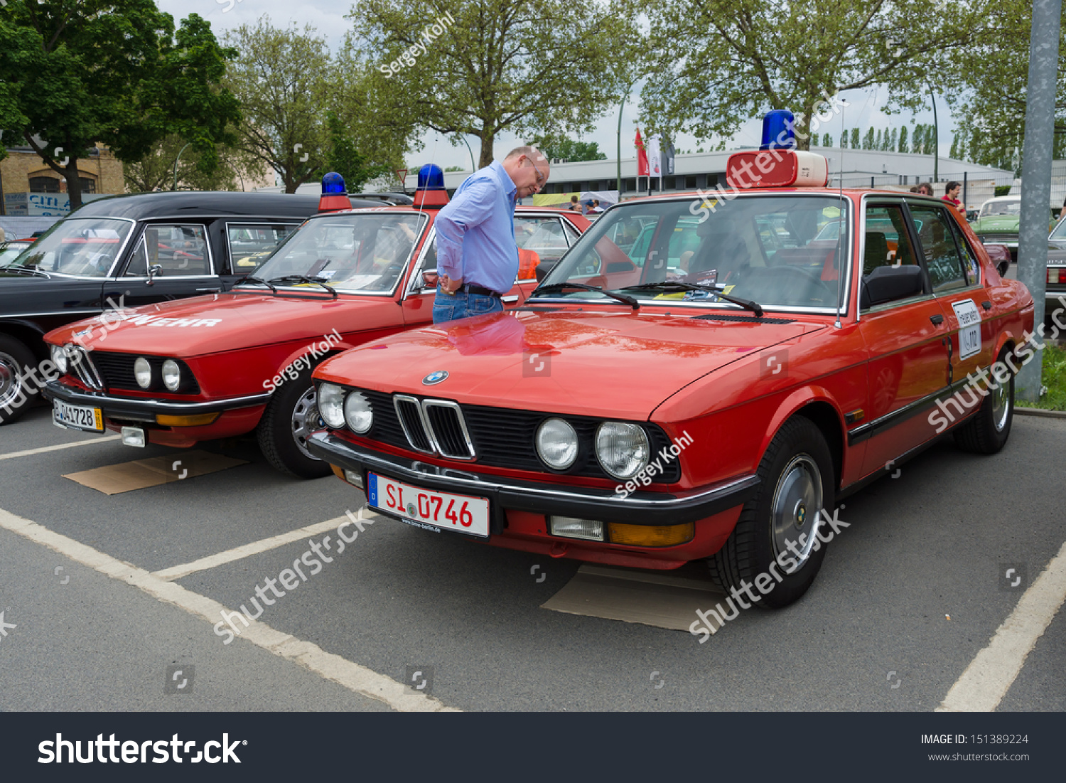 Berlin May 11 Cars Rescue Bmw Stock Photo Edit Now 151389224 5 Series E28 E12 In The Background