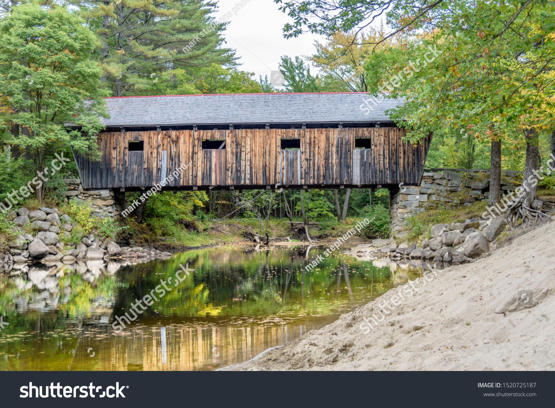 stock-photo-lovejoy-covered-bridge-in-so