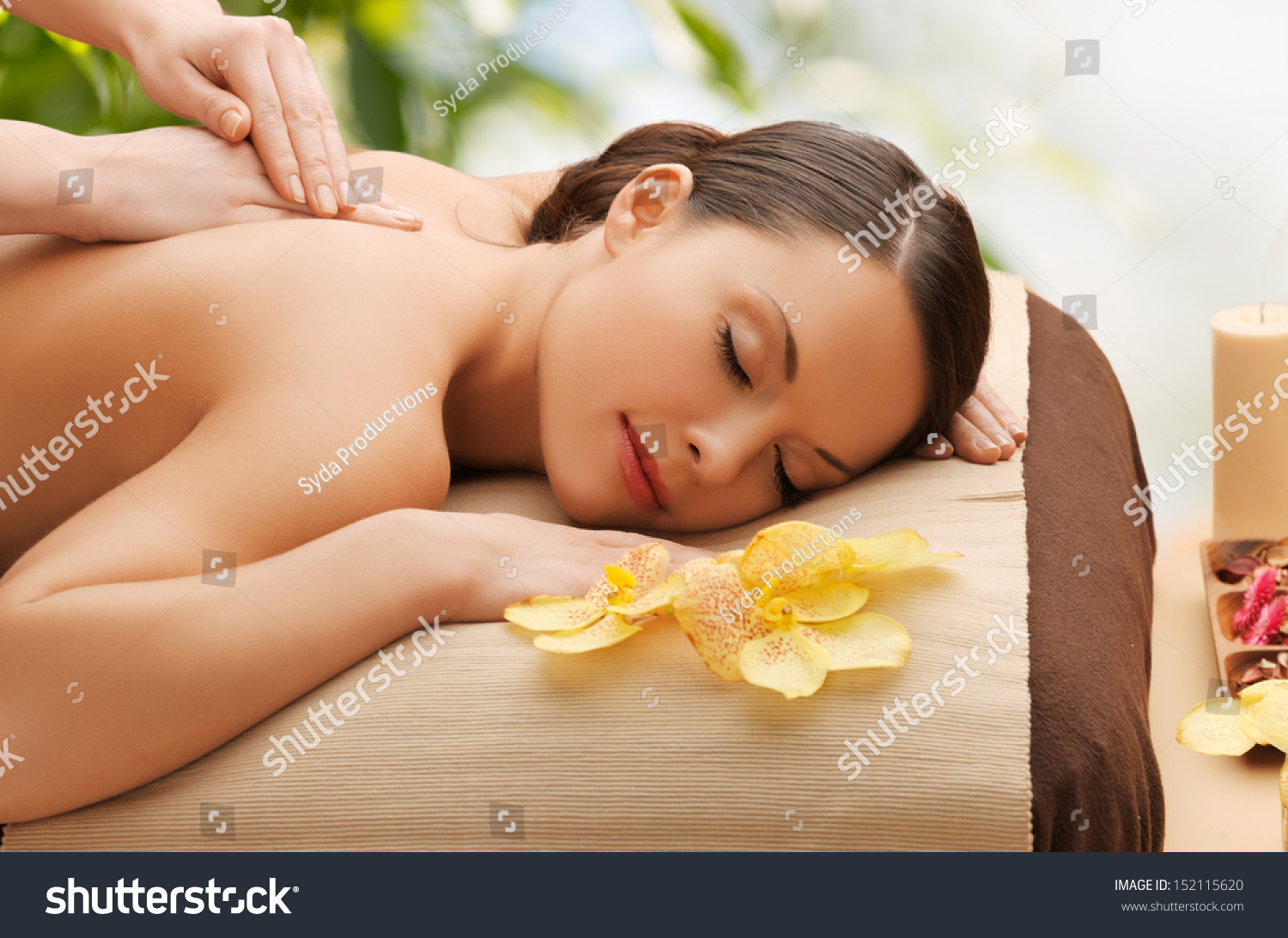 beauty holidays and spa concept woman in spa salon getting massage photo libre de droits. Black Bedroom Furniture Sets. Home Design Ideas