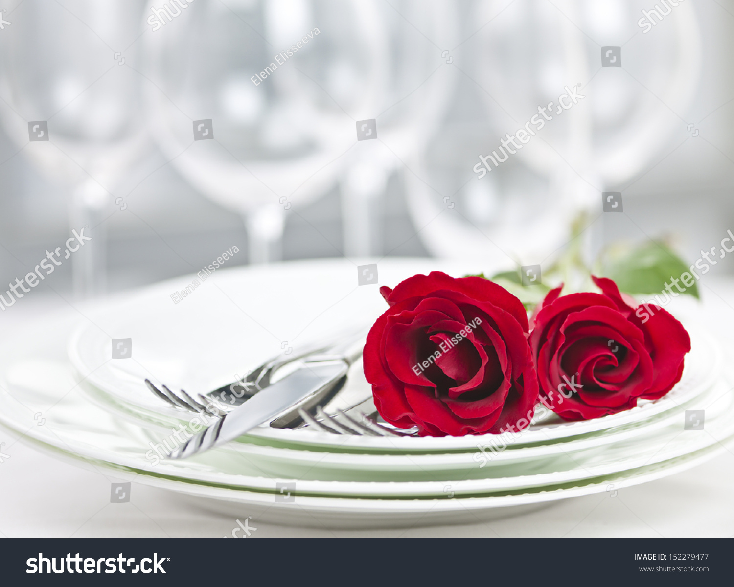 Restaurant table for two - Romantic Restaurant Table Setting For Two With Roses Plates And Cutlery