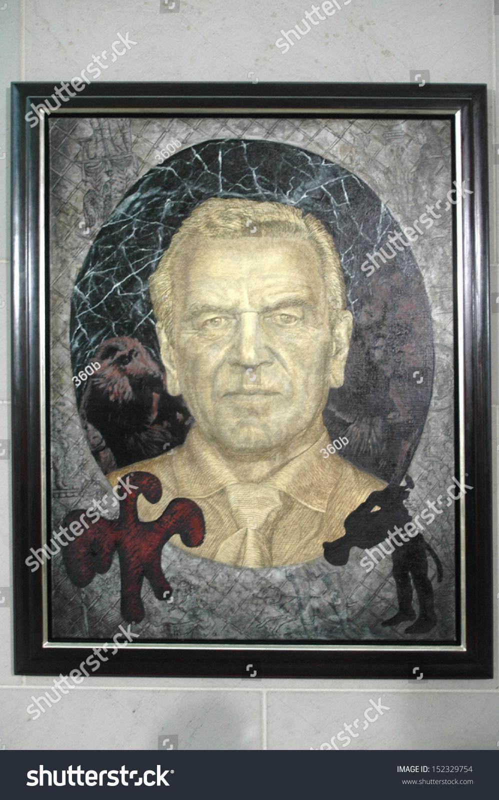 july 10 2007 berlin the official portrait painting of former chancellor gerhard schroder - Gerhard Schroder Lebenslauf