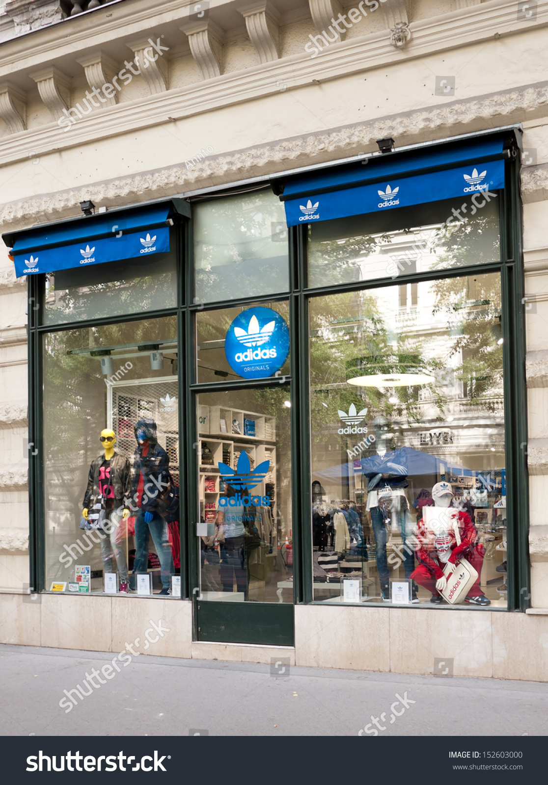adidas munich store. Black Bedroom Furniture Sets. Home Design Ideas
