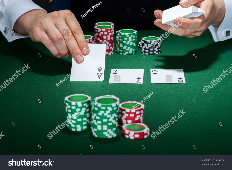 Трахнул крупье на столе в покер 3 фотография