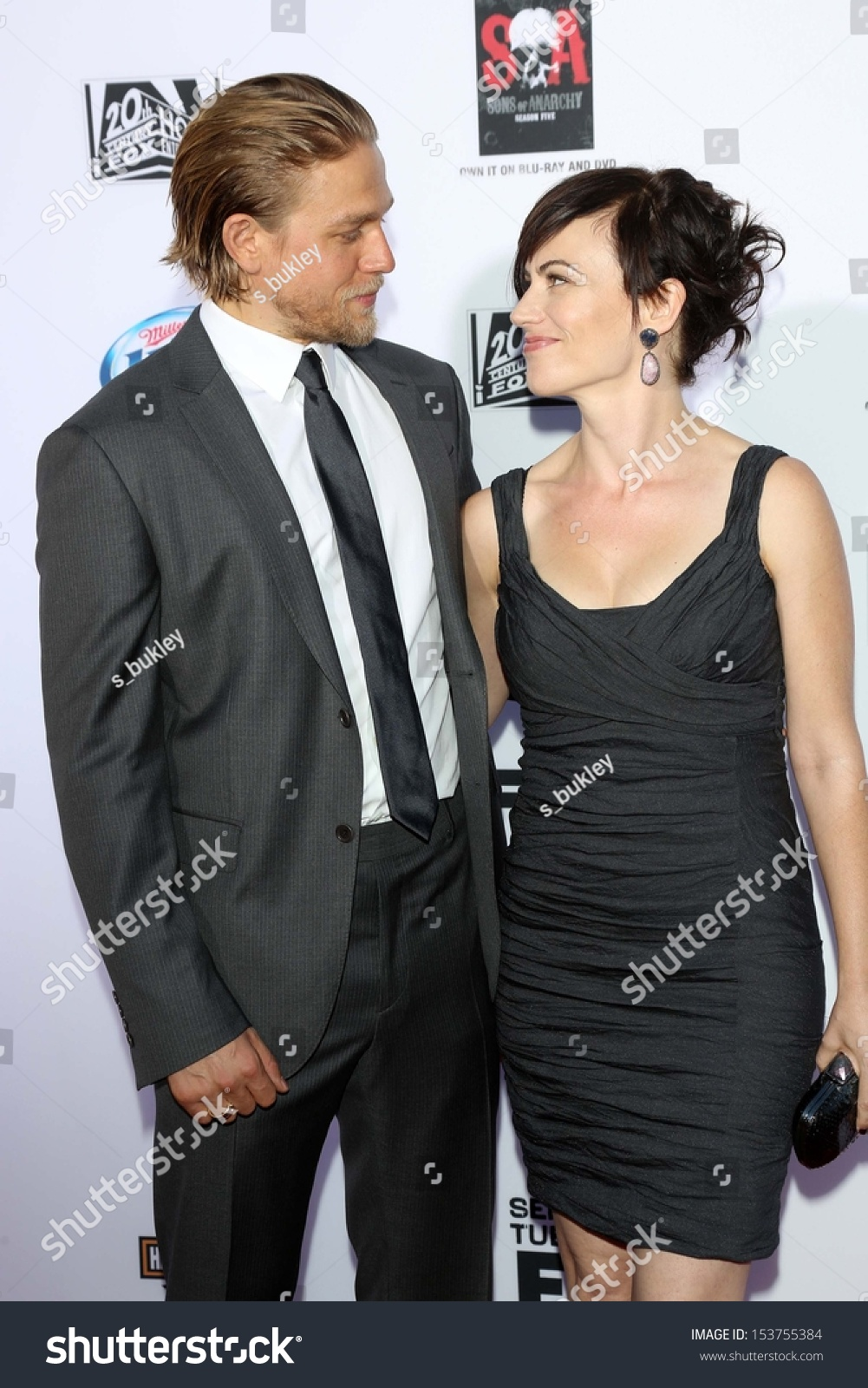 charlie hunnam and maggie siff relationship tips