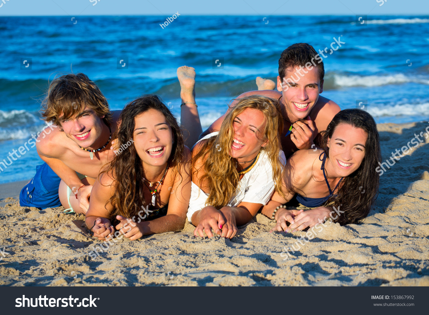 beach-teen-boys-and-girls