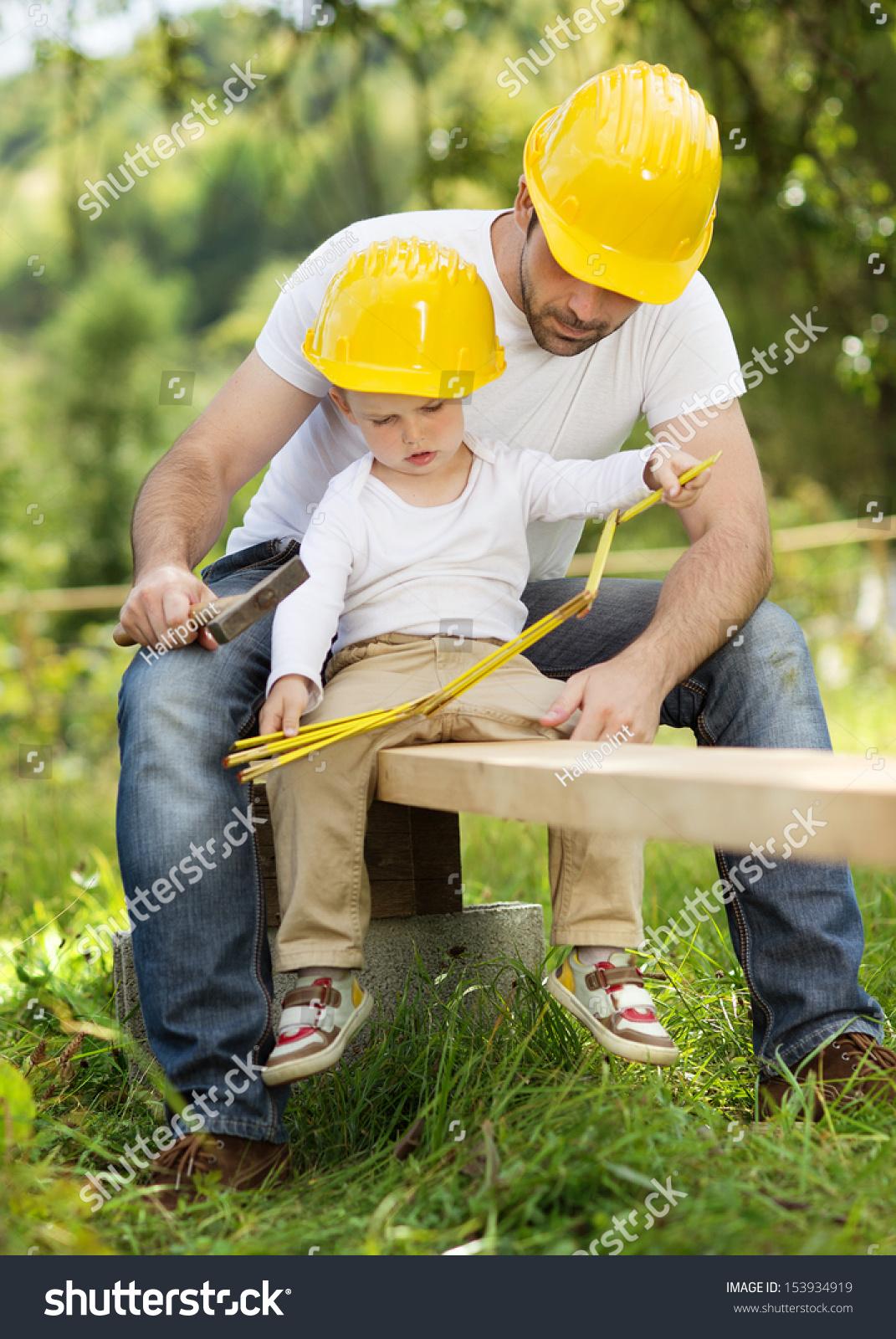 Дети помогают строить дом фото