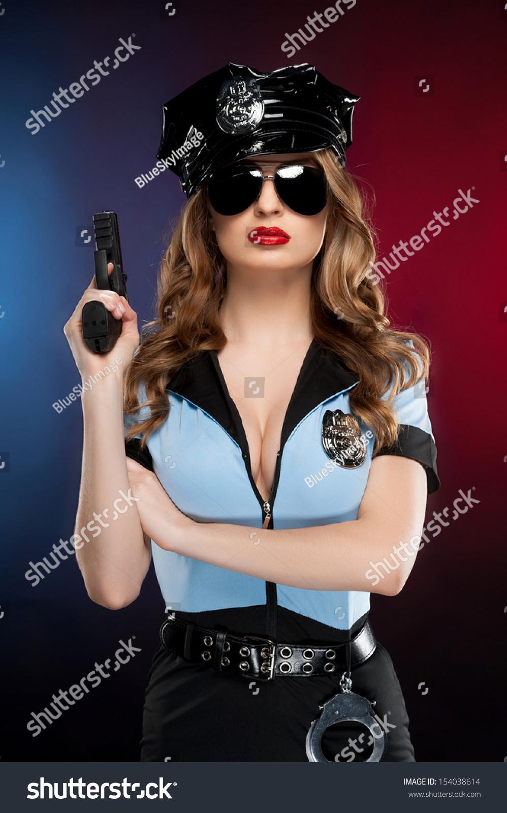 Сексуальный мускулистый полицейский 11 фотография