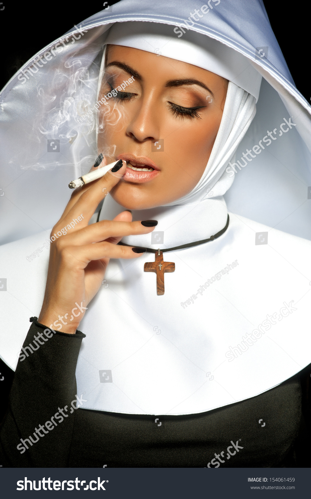 Черно белые фото монахини 16 фотография