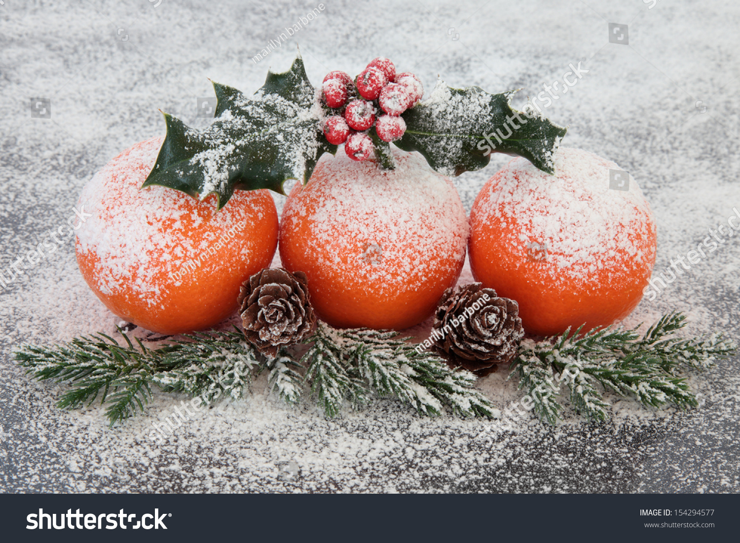 Christmas mandarin orange fruit decoration with snow for Fruit orange decoration