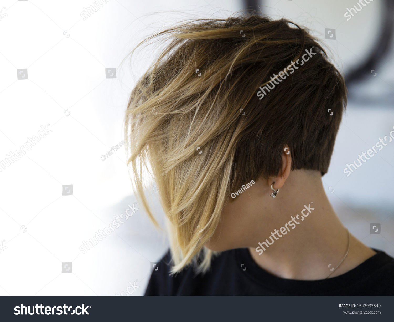 Women's haircut with active texture and disconnected zones. #1543937840