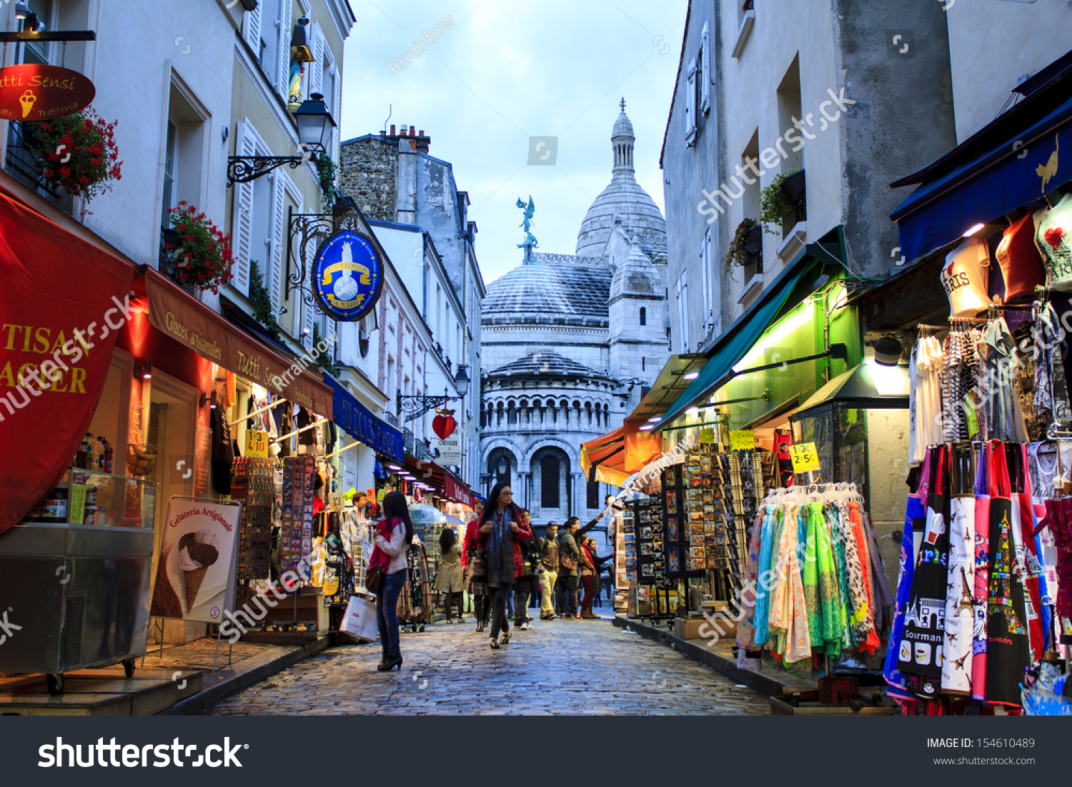 Image gallery montmartre shopping for Nearby boutiques