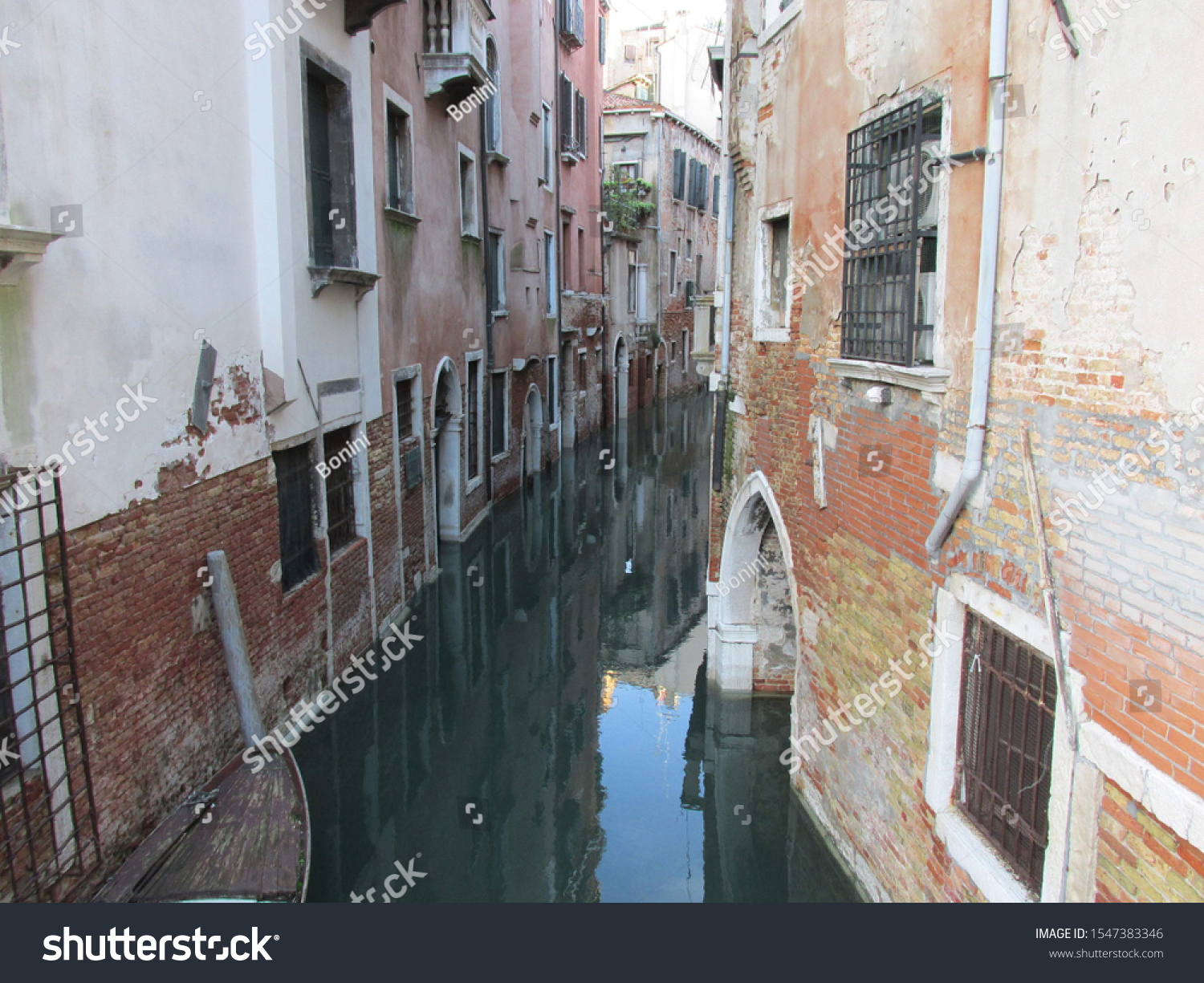 Veneci Italy Europe November 11 2014 Venice, the capital of the Veneto region of northern Italy, is made up of over 100 small islands in a lagoon on the Adriatic Sea. #1547383346