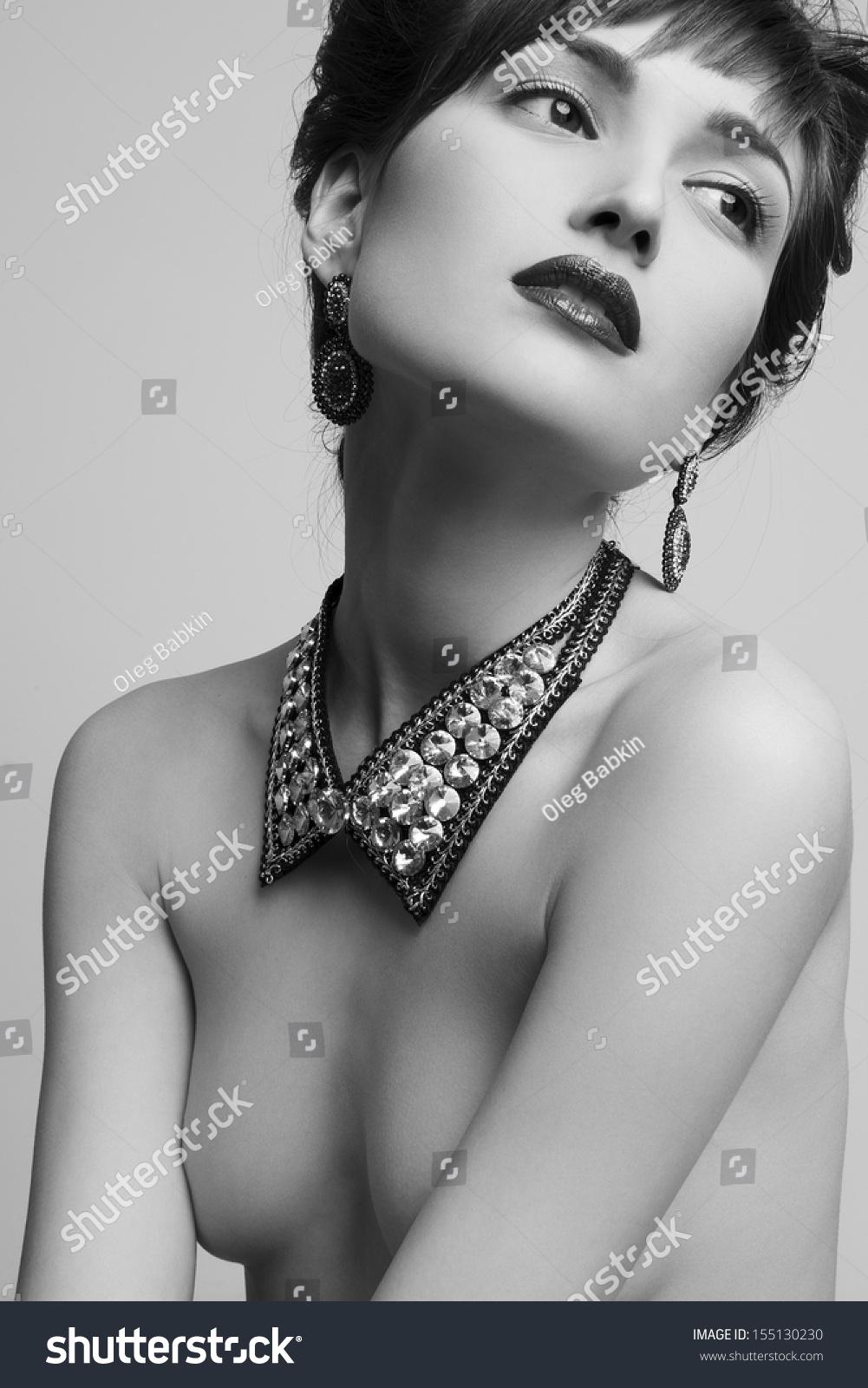Nude jewellry Nude Photos