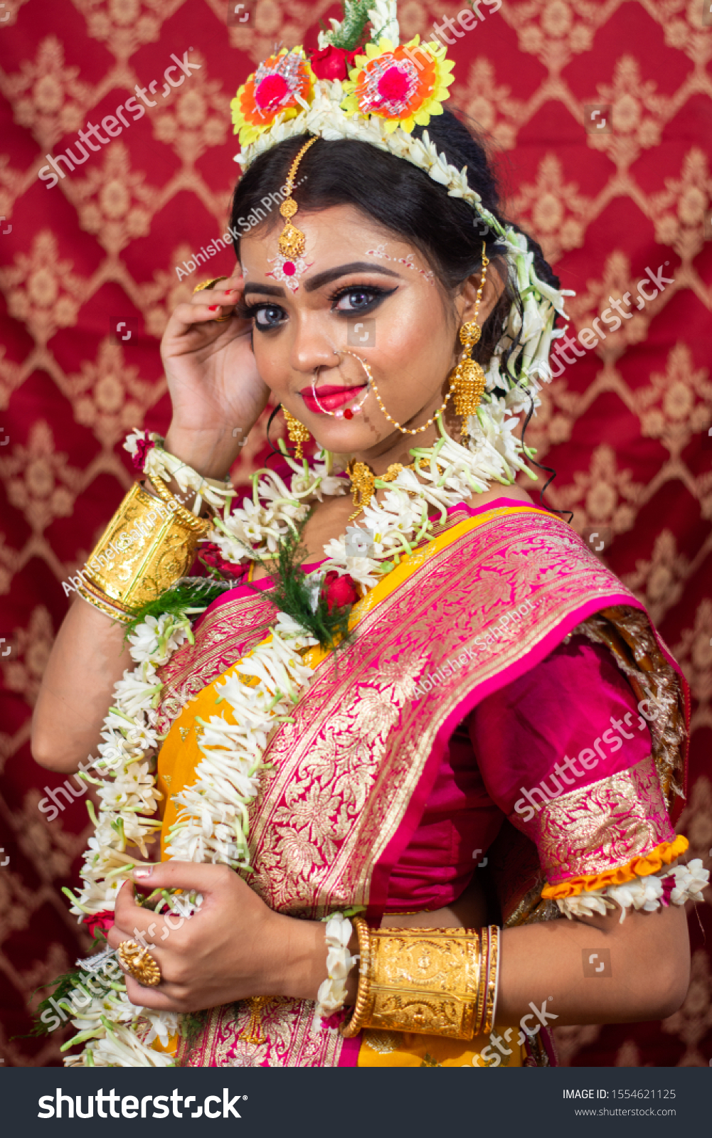 Traditional Bengali Woman Wedding Sari Makeup Stock Photo Edit Now 1554621125