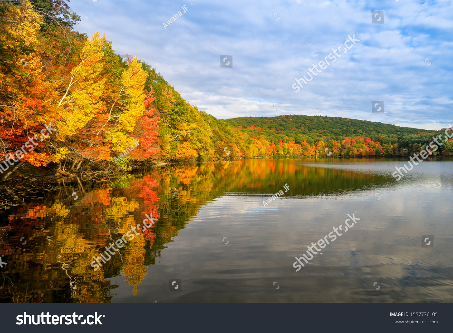stock-photo-autumnal-view-of-a-peaceful-