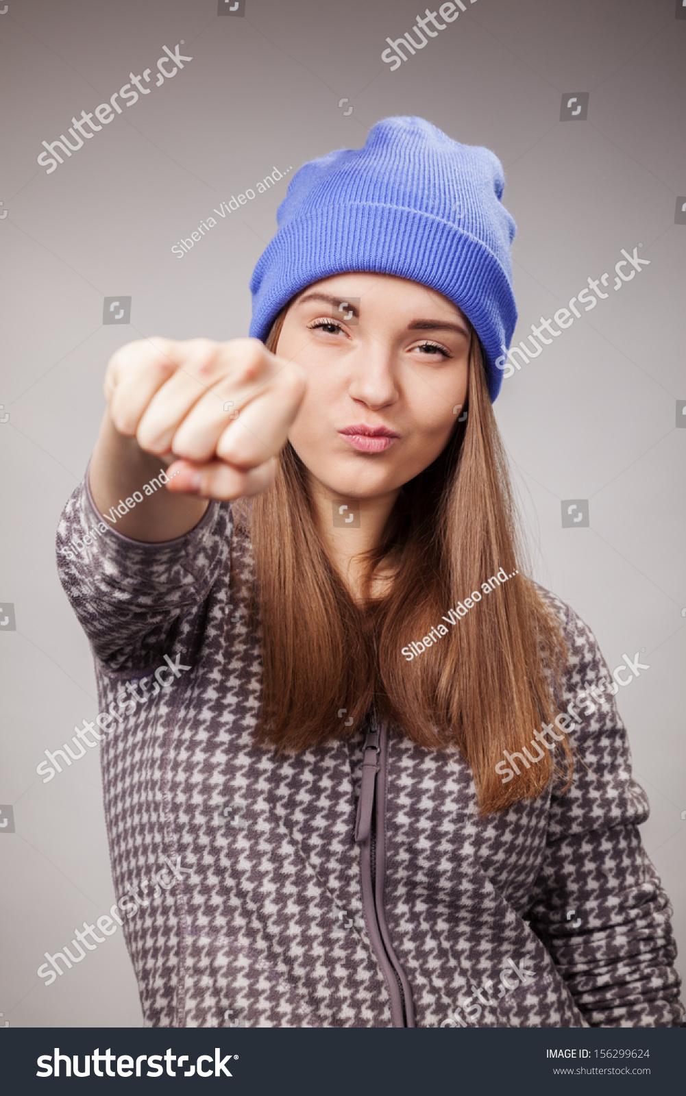 Фото как девушка покажет кулак 10 фотография