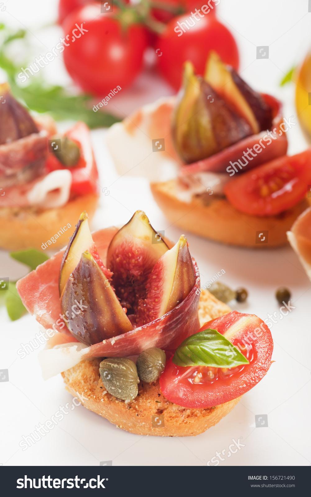 Prosciutto di parma canape with figs and capers stock for Prosciutto canape