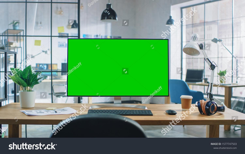 Wide Green Mock Up Screen Desktop Stockfoto Jetzt Bearbeiten 1577747503