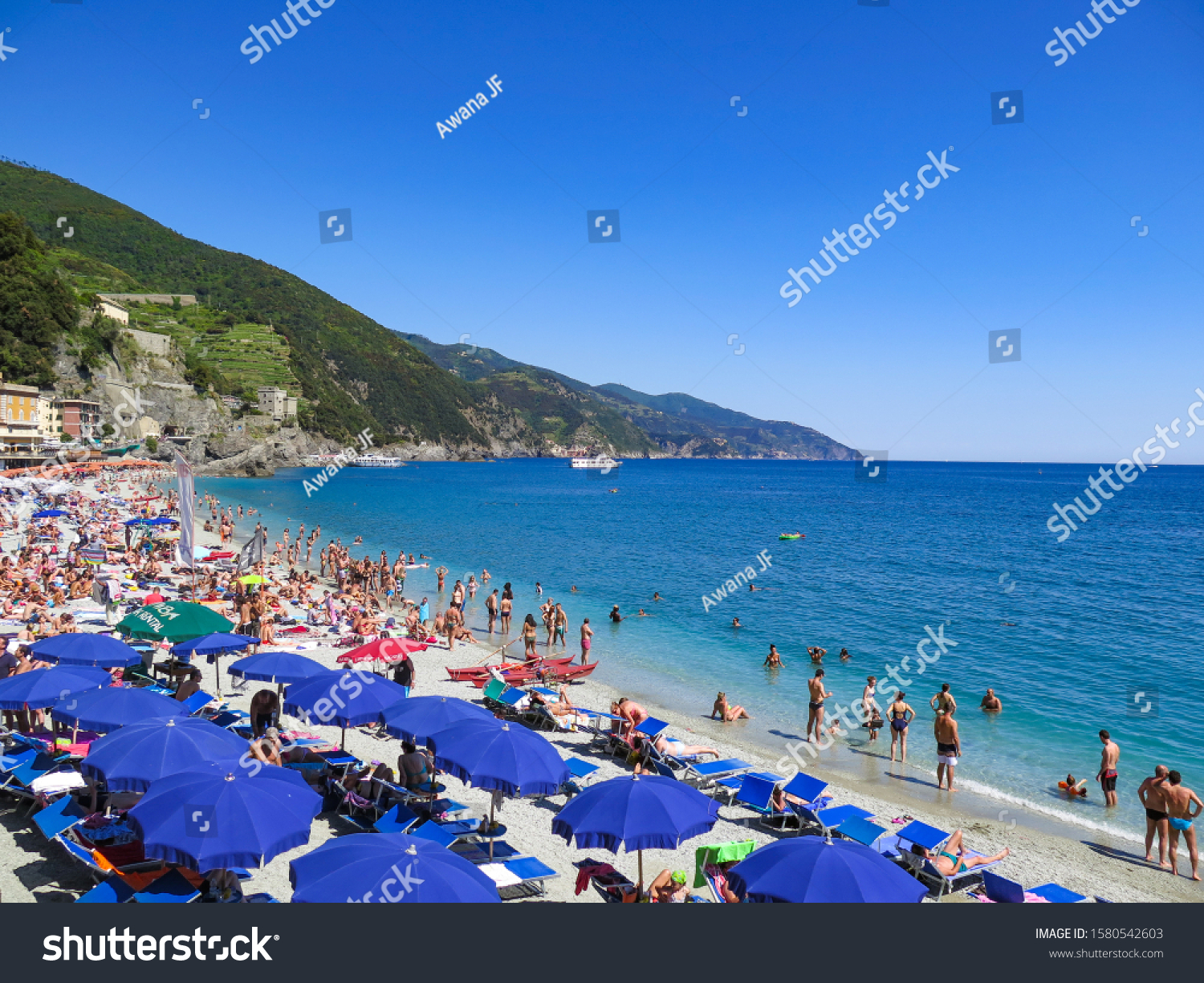 stock-photo-monterosso-italy-may-crowded
