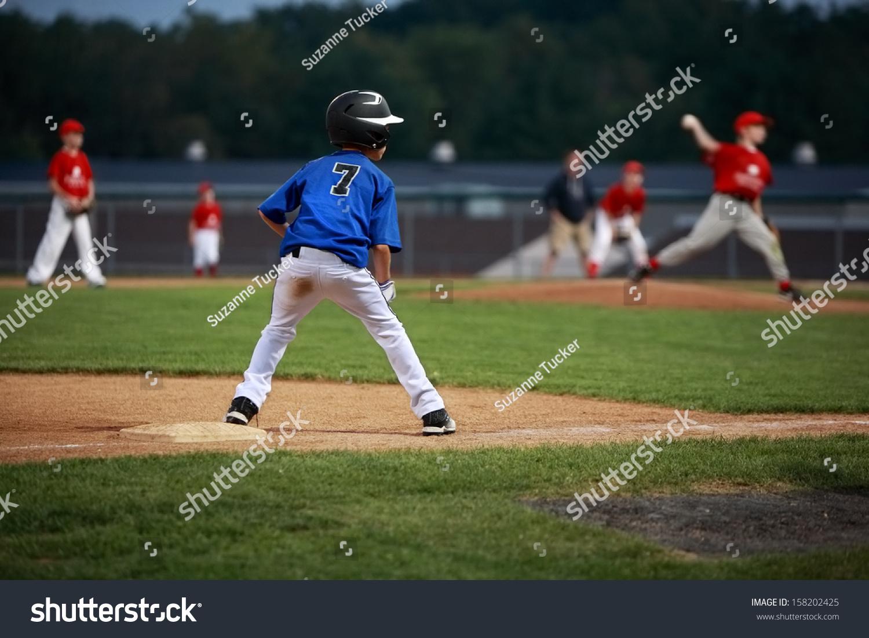 Runner On Third Base Baseball Game Foto de stock (libre de regalías ...