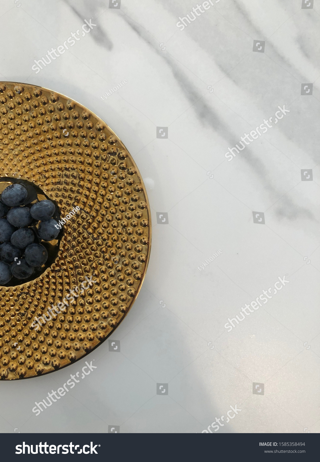 stock-photo-fresh-blueberries-on-a-golde
