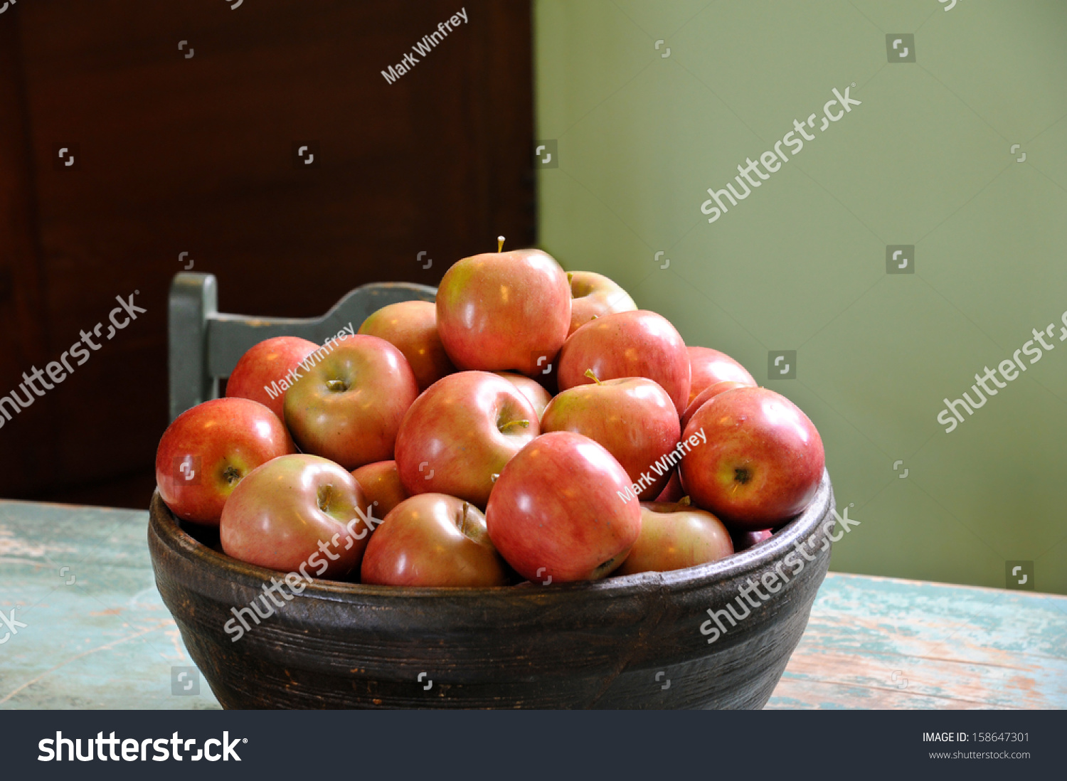 stock-photo-bowl-of-apples-on-table-in-n