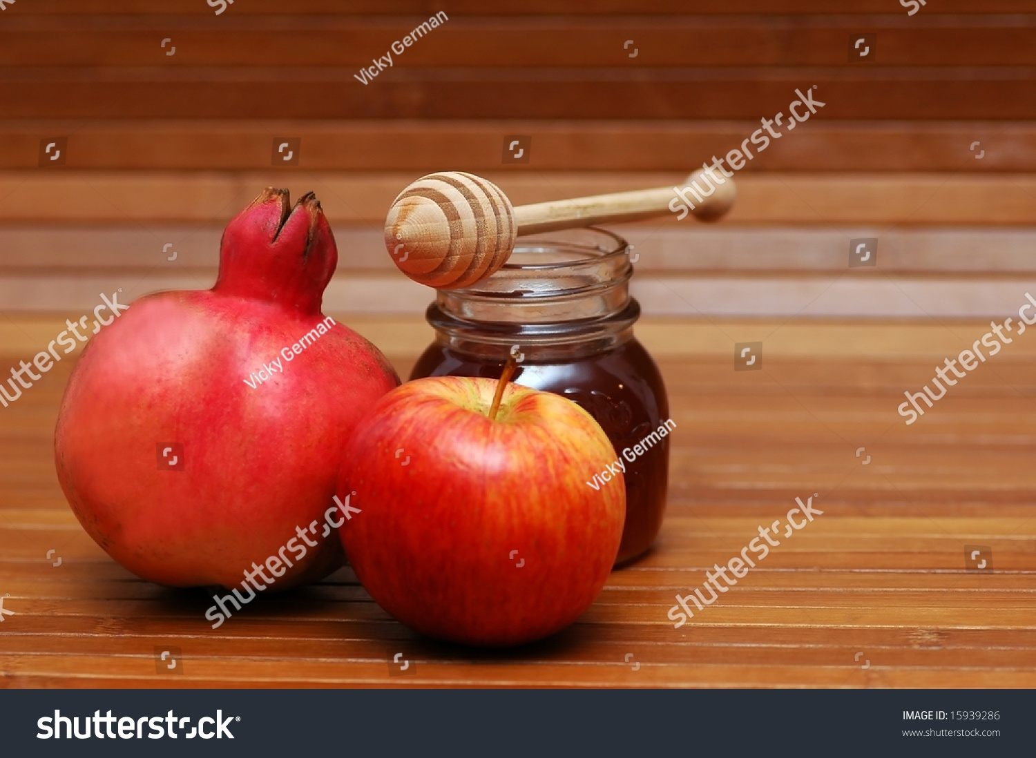 Pomegranate, Apple And Honey- Jewish New Year Symbols ...