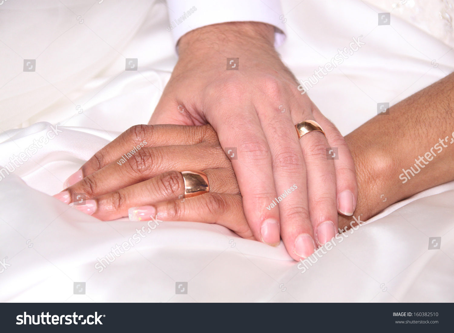 Two Hands Wedding Rings Stock Photo (Edit Now) 160382510 - Shutterstock